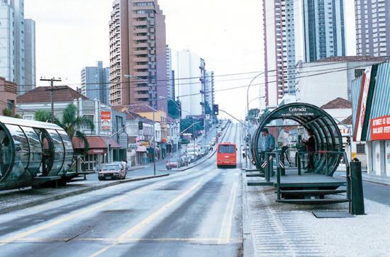 꾸리찌바의 버스 중앙 차로
