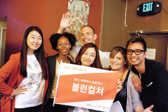볼런컬처 팀원들과 미국 샌프란시스코 원브릭 단체 회원들이 기념촬영을 하고 있다. 사진 = 볼런컬처