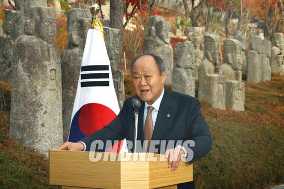 11일 서울 성북구 우리옛돌박물관 개관전 기념식에 함께한 천신일 세중 회장이 인사말을 하고 있다.(사진=왕진오 기자)