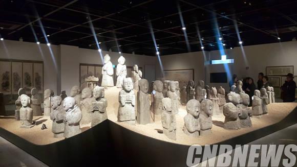 우리옛돌박물관 실내에 공개된 동자승 석물.(사진=왕진오 기자)