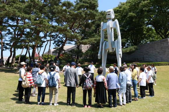 치매 환자와 보호자 위한 예술 프로그램 '시니어 조각공원 소풍 ...